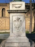 Escudo del basemento del Monumento a la Inmaculada Concepción (Pamplona), de Juan Miguel Echeverría San Martín