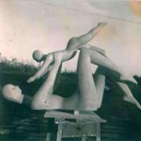 Homenaje a la madre, escultura realizada para La Gota de Leche, Madrid
