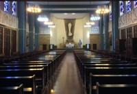 Interior de la Iglesia de la Inmaculada de Pamplona, con la imagen de José Navarro Gabaldo al fondo