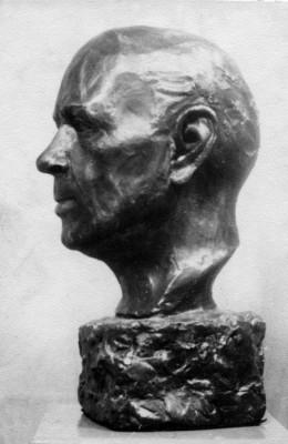 Retrato de Gerardo Sacristán (vista lateral) modelado por Maricruz Castuera en 1964